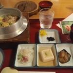 21719993 - マグロ釜飯膳1050円。