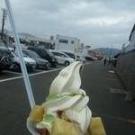 徳兵衛商店 - 料理写真:焼き芋&ソフト 500円