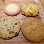 アントステラ - ミルク苺(左上) コーンフレーク(右上) アーモンドチョコチップ(左下) ウォールナッツクリスプ(右下)