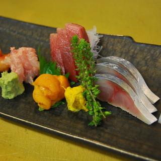 旬の魚介を使用したお料理をご用意しております。お好みのお酒とご一緒にどうぞ。