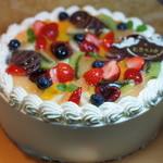 パティスリー いろは - フルーツデコレーションケーキ