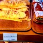 堀内ベーカリー - 2013年10月7日 大好きなベーコンチーズフランスがたくさん!