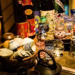 まりも亭 -    飲み放題は4名様~2000円。(延長可)こだわりの内容はメニューよりご確認下さい!ラストオーダーは120分!プレミアムは店内ドリンク一部を除き全て開放★他店とは提供時間で差が有ります。ご宴席の最後までごゆっくりとおくつろぎくださいませ…   日本酒、焼酎はかわいいグラスでご提供♪お好みで選んでいただけます。