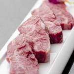 肉の極 義牛 - 脂の乗った極上の『特選カルビ』