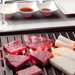 肉の極 義牛 - 無煙ロースターで、かつてない良い雰囲気で焼肉をお楽しみ頂けます
