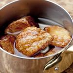 肉の極 義牛 - 青森県産の特上ニンニクをオリーブオイルで『ニンニクオイル焼き』