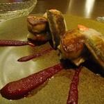 igrec - ブラッドオレンジでマリネしたサンマのソテーに  フォアグラのポワレを添えて  ビーツのヴィネグレットソース