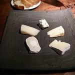ワインバー カーヴ ド タムラ - チーズの盛り合わせ