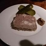 ワインバー カーヴ ド タムラ - 豚と牛のパテ