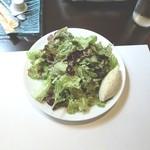 パラドール ドゥ カグラ - バカラが添えられたサラダ