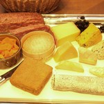 エノテカ・ミレ - ワインによく合う、豊富な種類のチーズもご用意。