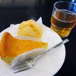 Amanza - チーズケーキ&シュークリーム&お姉さんが用意してくれたお茶