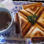 珈琲館 葡露灯 - トーストセットのホットサンド(ツナ&チーズ)・スープ