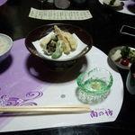 角の坊 - 天麩羅、御飯、香物、赤出汁