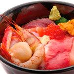 丼丸 - 豪華海鮮丼13種盛1040円