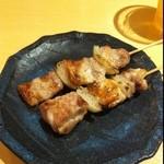 21746281 - 焼き鳥専門店、盛り合わせ五本720円。まずはひな、豚串♪( ´▽`)