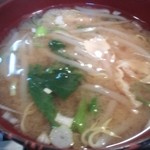 小料理 筑波 - 味噌汁は具だくさん。