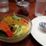 Kitchen KAMEYA 洋食館 - セットのサラダ、後ろはコチジャン