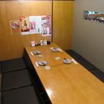 御馳処わやや亭 - 4~6席の半個室。壁で隣の席と仕切られているのでプライベートなシーンにもご利用いただけます。