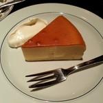 宮越屋珈琲 - ベイクドチーズケーキです。