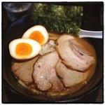 愛宕 - ATAGO・炙りチャーシューダブル。 美味い。 32歳最後のランチをラーメンで締める。 32歳の1年間で111杯のラーメンを食べました! ごちそうさまです!!