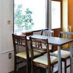 キッチンHANA-GASA - 窓際のテーブル席!
