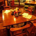 恵比寿カドヤ - 立ち飲みできる場所もあり、店内はひろびろスペース。是非、一度飲みに来て下さ~~い!!