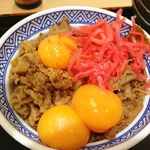吉野家 - 牛丼頭大盛り 生卵(卵黄)3個乗せ