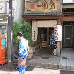 博多 一風堂 - 福岡市の繁華街・天神(てんじん)付近の大名(だいみょう)という 飲食店やファッション店が集まったエリアにあります。
