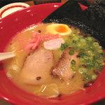 博多 一風堂 - 「本店かさね味」800円。 実に美しいオシャレなラーメンであります。