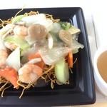 田口肉店  - 料理写真:海鮮(塩味)かた焼きソバ(スープ付)550円