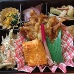 ミノヤランチサービス - 10月10日の健美膳450円、メインはイカの塩麹焼き、ひじきのかき揚げ
