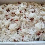 ミノヤランチサービス - ご飯は赤米、美味い。
