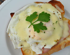Micasadeco&Cafe - 朝しっかり食べたい方にはクロックマダム(モーニングのみ)