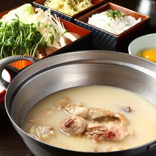 当店自慢の「水炊き」はシンプルで素材の味が引き立ちます。