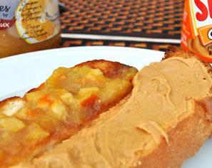 Micasadeco&Cafe - マーマレイドとピーナッツバターの2つの味が楽しめます ハーフ&ハーフ(モーニングのみ)