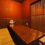 韓喰 - 半個室で人気のお座敷です。少人数でのコンパなどに最適!