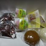 桜田菓子店 - 料理写真:饅頭各種