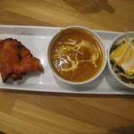 インドレストランカフェ カリカ - ホタテカレーとほうれん草とチーズカレーのセット