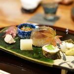 徳 うち山 - イクラと春菊・秋刀魚のペースト・鯵の棒寿司・粟麩と梨の白和え・子持ち鮎・