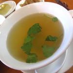 21790120 - 優しい味わいのスープ。