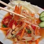 Thai Food&Bar NANA - 青パパイヤのサラダ〜 これも大好きなタイ料理の一つ. 辛くてビールが進んで進んで困っちゃう^_^
