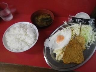 中華料理 味楽 - 日替り定食 450円。