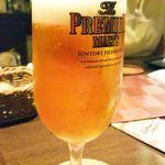 ラ ストラーダ - 生ビールはプレミアムモルツでした。ジョッキではなくグラスです。