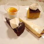 キャナリィ・ロウ - カットされたケーキは小さ目です。崩れにくいので取りやすかったです。プリンは美味しかった!