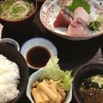 Kuchihacchoukazeyasugihara - 本当は海鮮どんぶりが食べたかったけど、酢めしが無くなって刺身定食。             ここの寿司系は早めに行かないとね^^