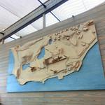 犬島アートプロジェクト - 犬島の立体地図が店内に