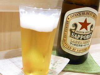 すし処 津ごう - サッポロラガービール¥500♪ 変わった形の薄はりグラスで☆