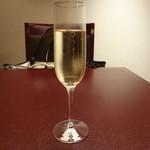 21802411 - シャンパン