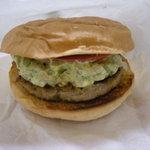 burgers - アボカドチーズバーガーのテイクアウト。レギュラーサイズのバンズはモスの1.5倍ぐらいの大きさ。 佐世保バーガー並み。 すべてフライドポテト付き。